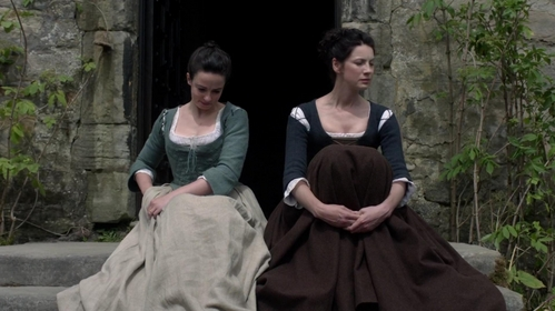 "What present does Jenny give to Claire in ""The Watch"" (1x13)?"
