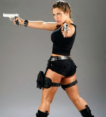 Who did Mickie James dress as when she won the 2008 Cyber Sunday Divas Costume Contest?
