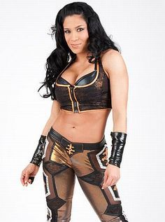 True hoặc False: Melina wrestled for TNA prior to joining the WWE?