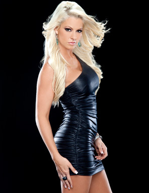 Who did Maryse defeat to win her detik Divas Championship?