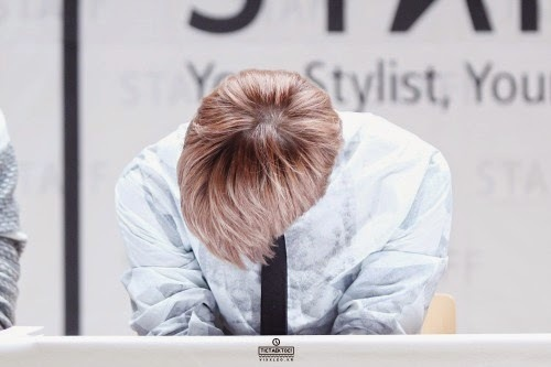 What nickname did Starlights give Leo for lowering his head when he is embarrassed?