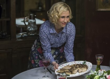 "Which of this is not present in the 晚餐 at Norma's house in ""The Last Supper"" (3x07)?"