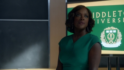 "Who arrives late to Annalise's class in ""It's Time To Bewegen On"" (2x01)?"