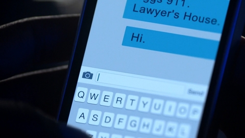 """Who texts to the number that Rebecca texted after she died in """"It's Time To সরানো On"""" (2x01)?"""