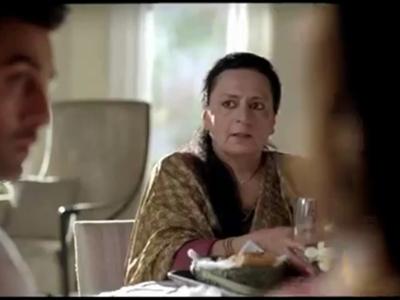 Who was Naina's mom in YJHD?