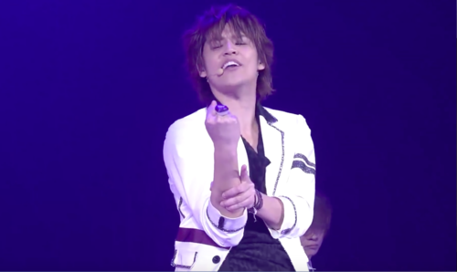 (Maji upendo Live 4th Stage) What song he's singing?