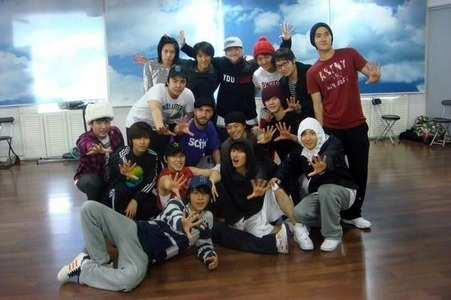 Nick âm bass, tiếng bass, bass is famous choreographer who worked with Super Junior for several times. Which dance is not choreographed bởi him?