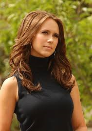 How tall is Jennifer Love Hewitt?