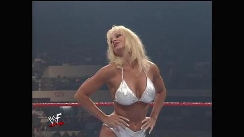 How many wrestling matches did Debra have in WWE? (Not including gimmick matches یا bikini contests)