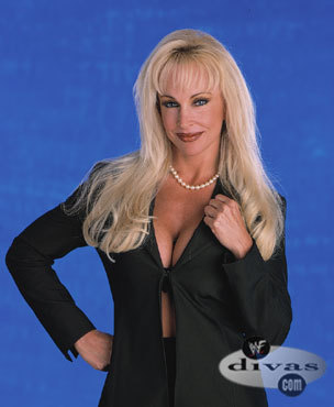 What jaar did Debra debut in the WWE?