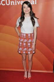 How tall is Miranda Cosgrove?