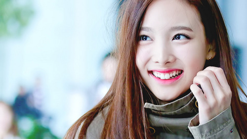 When was Nayeon born?