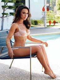 How tall is Lacey Chabert?