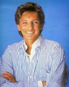 Barry Manilow was a featured performer in a musical tribute to Michael Jackson at the 1984 American संगीत Awards