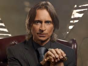 """What song was the bellhop in """"Untold Story"""" (season 5) listening to as he delivered Mr.Gold his meal?"""