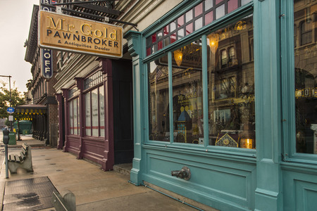 Which Disney character was featured in Mr Gold's boutique in 1x19 ?