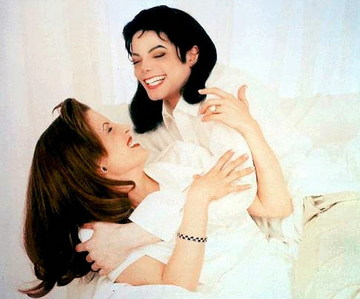 Who interviewed Michael Jackson and first wife, Lisa Marie Presley, in 1995