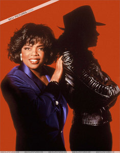Michael was interviwed 由 journalist, Oprah Winfrey, back in 1993