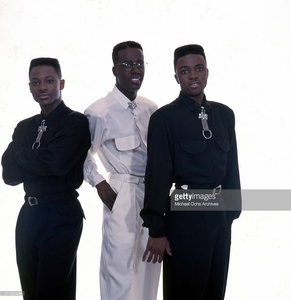 "Who is this ""'80's"" R and B vocal group"