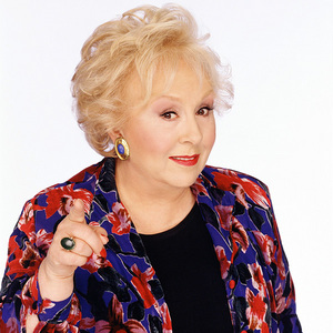 What mwaka was Doris Roberts born?