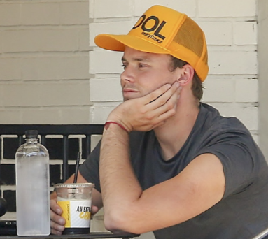 Who's Ashton having lunch with here?