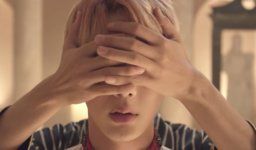 Who was originally supposed to cover Jin's eyes in the running scene of Blood, Sweat & Tears?