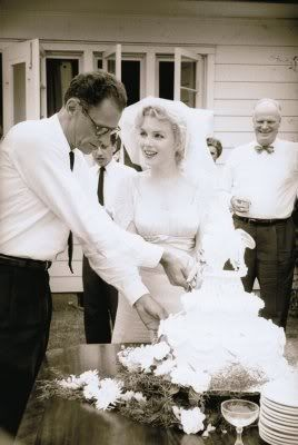 What mwaka did Marilyn Monroe marry Arthur Miller