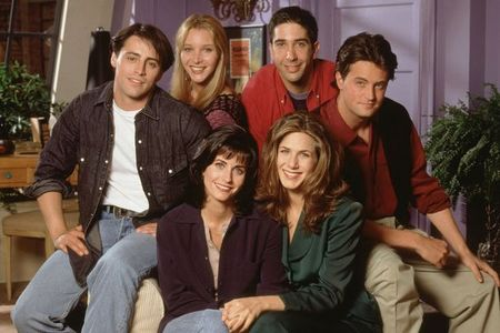 What tahun was this world famous TV series/show simply entitled friends first broadcasted/aired on TV?