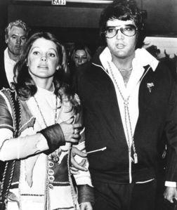 What 년 were Elvis and Priscilla divorced