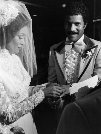 What an were Freda Payne and Gregory Abbott married