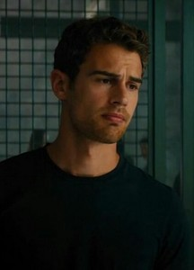 Who played Tobias Eaton's mom in 'Insurgent' and 'Allegiant' ?