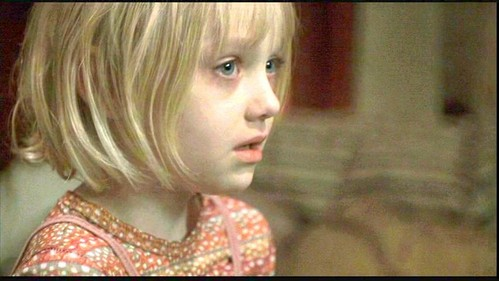 Which actress played Dakota Fanning's mom in 'Trapped' ?
