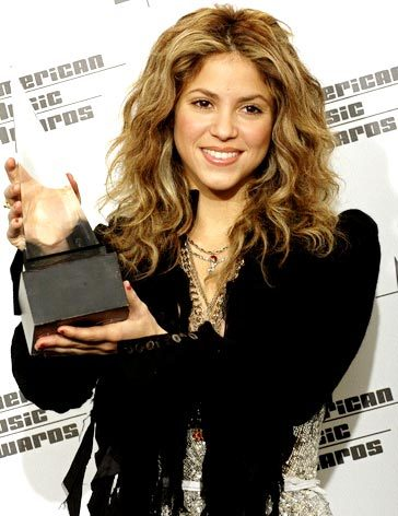 As of 2017, how many American Music Awards has Shakira won for Favorite Latin Artist?