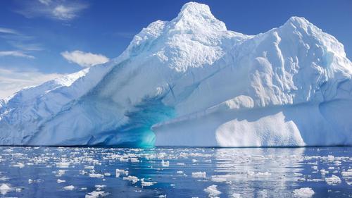 True hoặc False? There are volcanoes even in Antarctica.