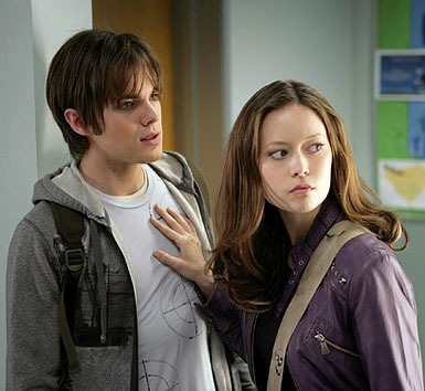 Which of these 2 مقبول TV series/shows, both starring Thomas Dekker, is this picture from?