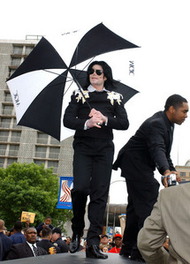 What ano did Michael Jackson visit his hometown, Gary, Indiana