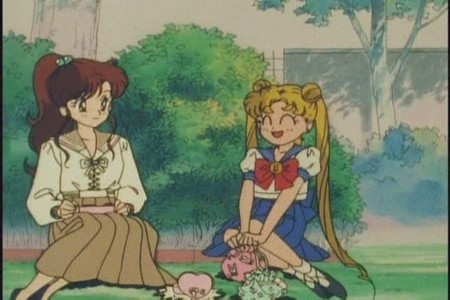 True или false : Usagi and Makoto meet in this scene ?