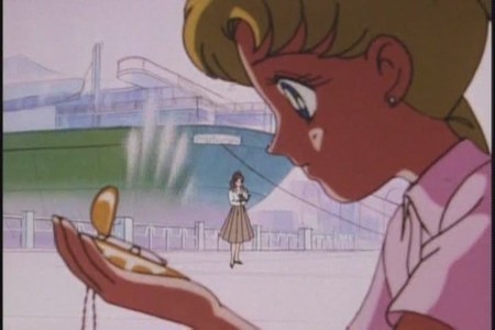 How does Usagi get the locket