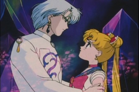True atau False: diamond kisses Sailor Moon in this scene?