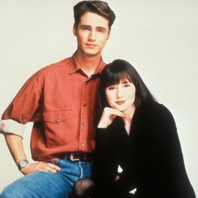 What are the exact names of 2 siblings Walsh from a लोकप्रिय teen TV soap Beverly Hills 90210?
