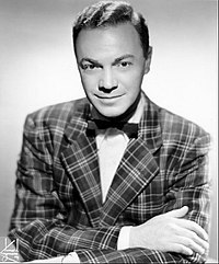 "As a disk jockey, Alan Freed has supported and promoted a lot of R and B muziek performers during the ""'50's"""