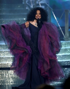 Diana Ross is a recipient of the 2017 Lifetime Achievement Award at The American música Awards