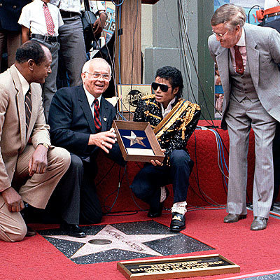 What tahun did Michael Jackson receive a bintang on the Hollywood Walk Of Fame