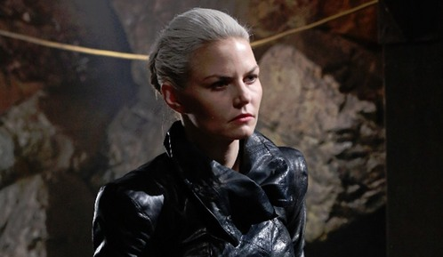 In season 5 of 'Once Upon A Time',who's herz did Emma rip out (as the Dark One) ?