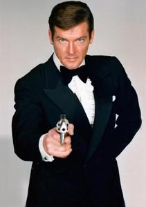 Sir Roger Moore made his jouer la comédie debut in the 1973 Bond film, Live And Let Die