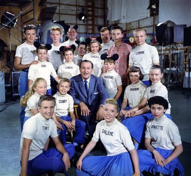 The Mickey souris Club made its network télévision debut in 1955