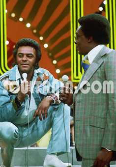 What mwaka did Johnny Mathis his first appearance on Soul Train