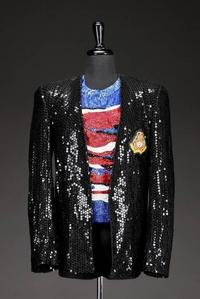 This iconic stage costume was worn da Michael Jackson in his 1984 Victory concerto tour