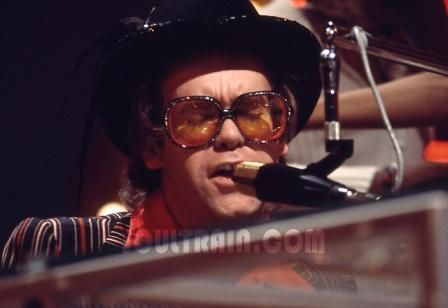 What 年 did Elton John make a guest appearance on Soul Train