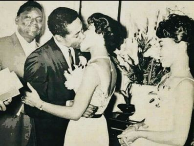What taon did Sam Cooke marry his childhood sweetheart, Barbara Campbell